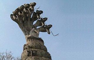 Naga Boeddhabeeld met slang