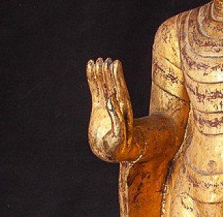 Buddha Figur mit Abhaya mudra - geste
