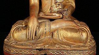 Boeddhabeeld in Bhumisparsha mudra
