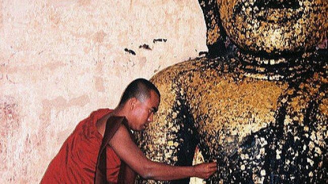 Gold an Buddha spenden