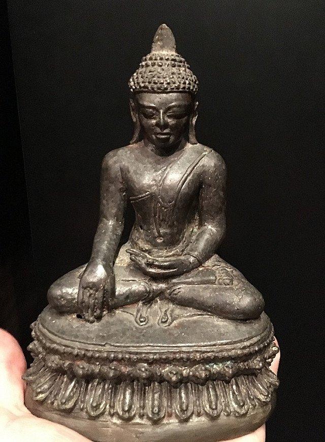 Arakan Buddha statue