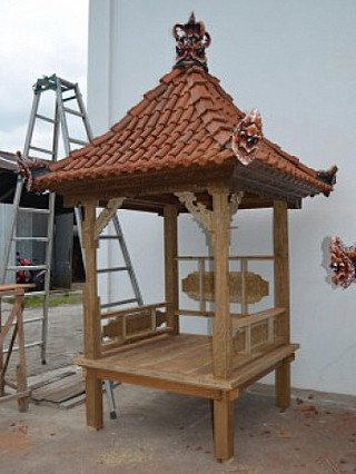 Carving Temple house in Indonesia