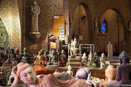 Many antique Buddha statues from Burma