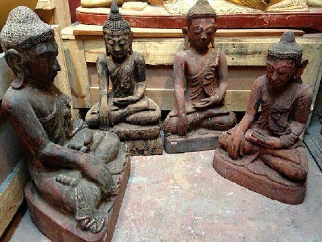 Vier houten Boeddhabeelden