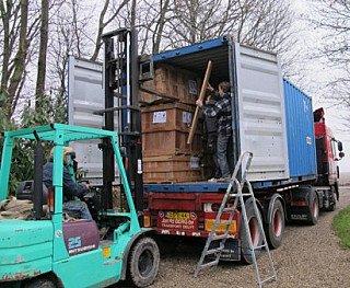 Het lossen van de container