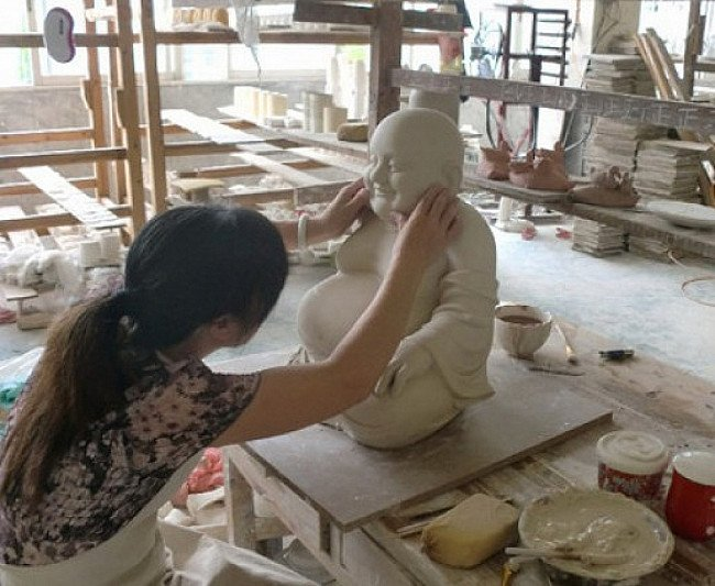 Working in a porcelain factory in China