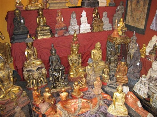 Many antique Buddha statues
