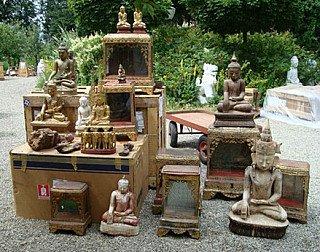 ausgepackte Buddha-Statuen