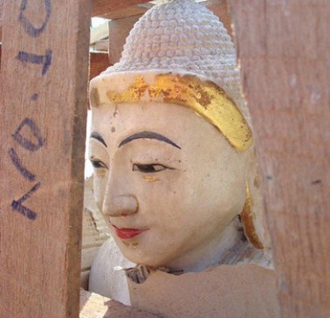 Marmor-Buddha-Statue