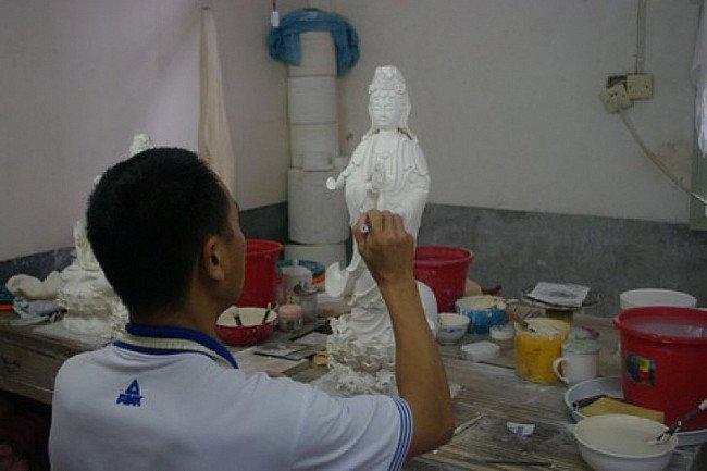 De artiest aan het werk