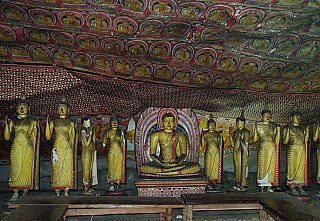 inside-of-dambulla-cave-temple