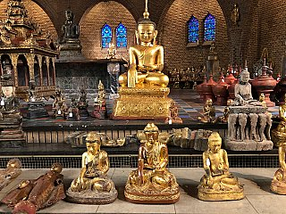 Large golden Buddha statue