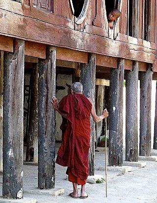 buddhist monk temple