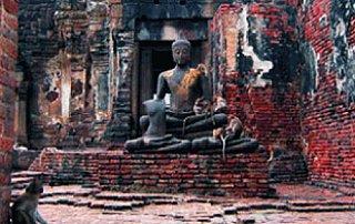 lobpuri buddha statues