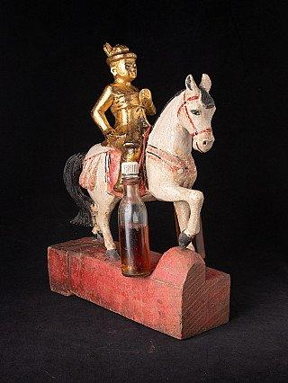 Antike Birmanische Nat auf Pferd