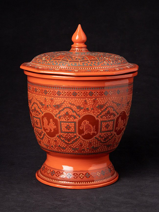 Newly made lacquerware offering vessel