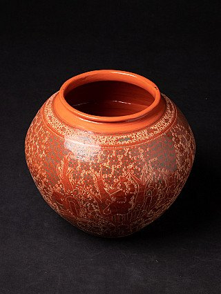 Newly made lacquerware vase