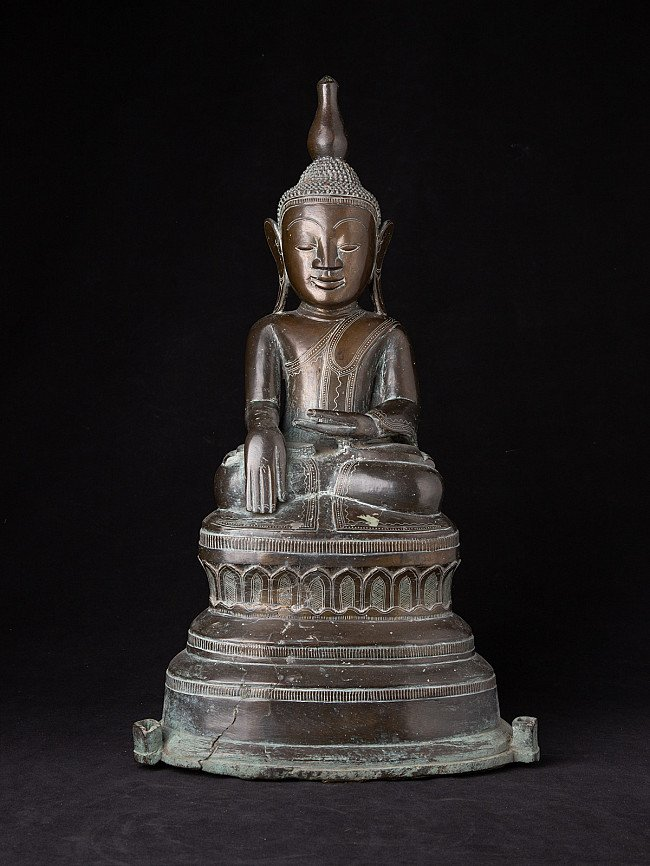 Large 18th century Ava Buddha statue