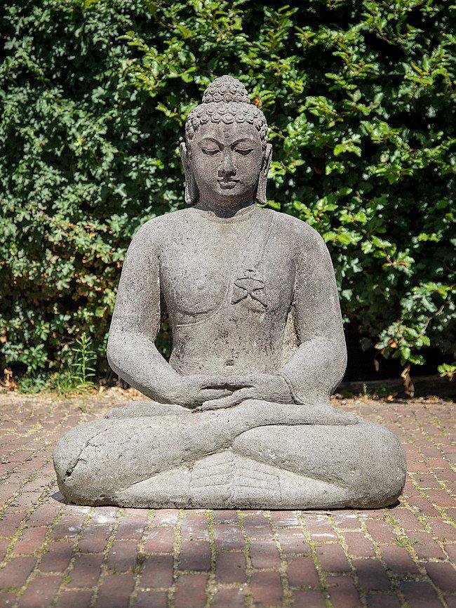 Oude lavastenen Boeddha