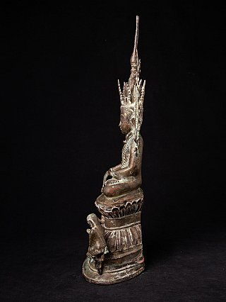 Special antique bronze crowned Buddha
