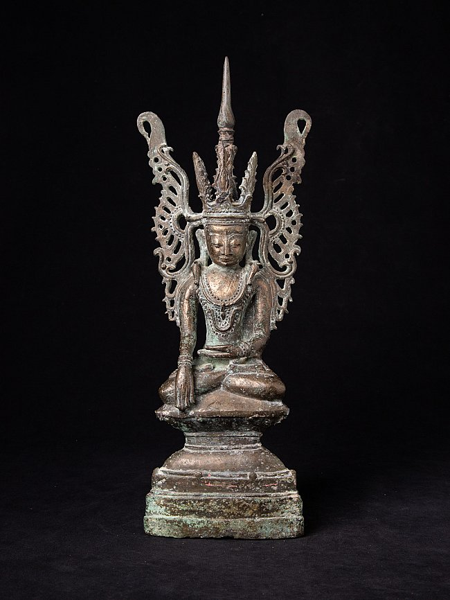 Special antique bronze Burmese Buddha