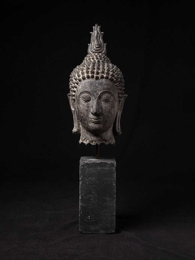 Old bronze Sukhothai Buddha head