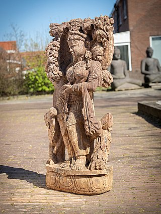 Oud zandstenen Absara vrouwenbeeld