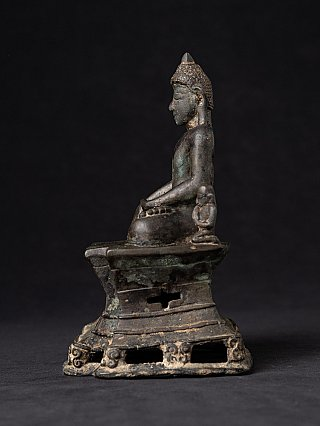 Special - very early bronze Arakan Buddha statue