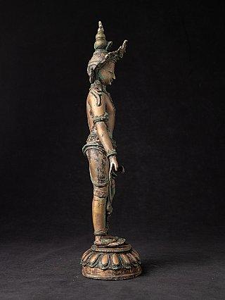Oude staande bronzen Bodhisattva Avalokiteshvara