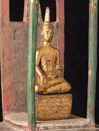 Antieke houten tempel met Boeddha uit Laos