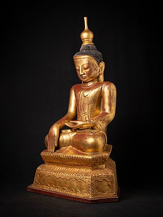 Large old lacquerware Buddha statues