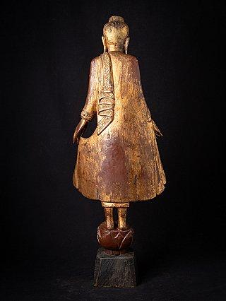 Alte holzerne Birmanische Buddhafigur