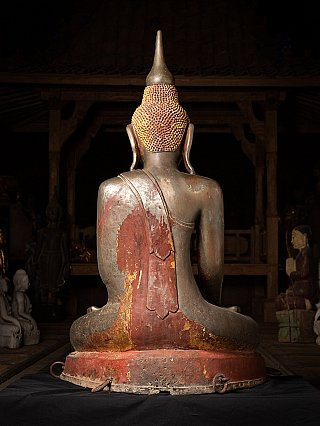Very special and large bronze Burmese Buddha statue