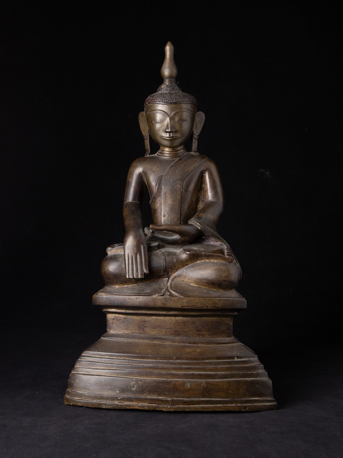 Large and special antique bronze Ava Buddha statue from Burma made from Bronze