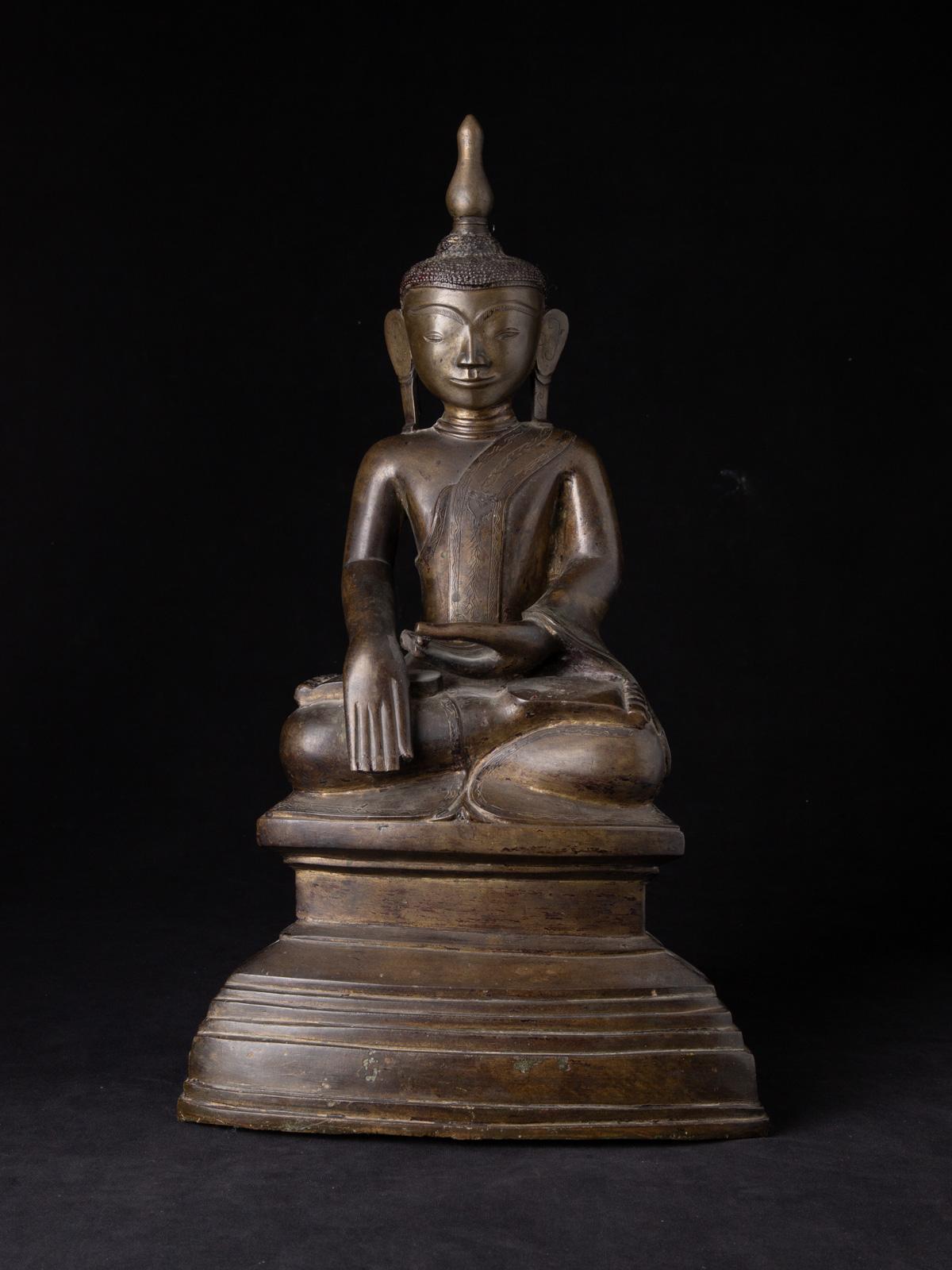 Große und besondere antike bronze Ava Buddha Figur
