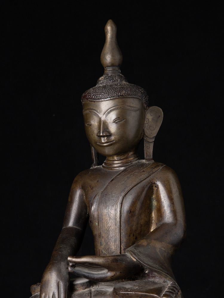 Large and special antique bronze Ava Buddha statue