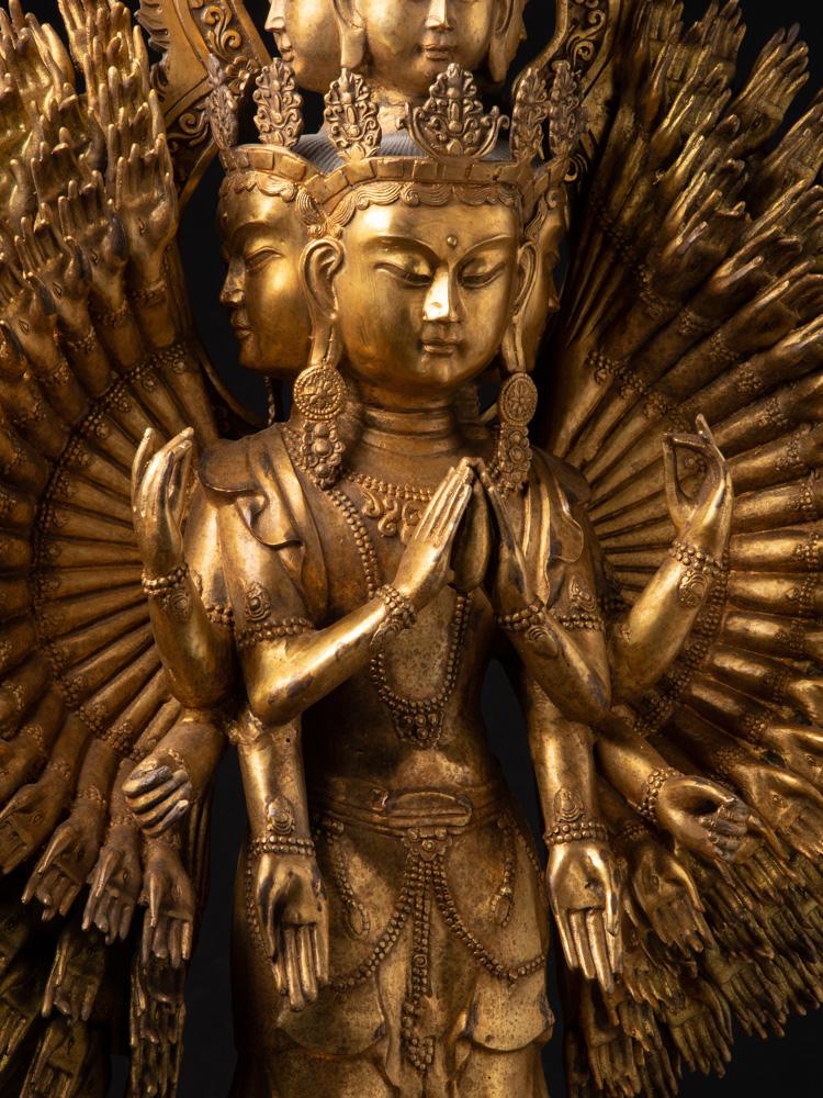 Oud bronzen Avalokiteshvara beeld