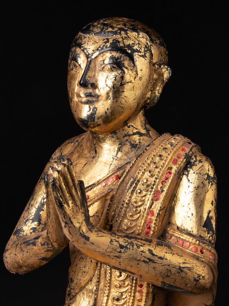 Oud houten monnik beeld
