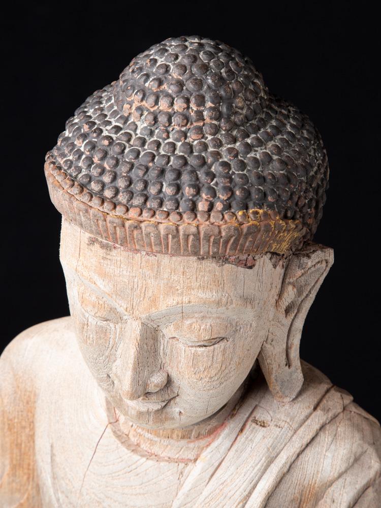Alte holzerne Mandalay Buddha Figur