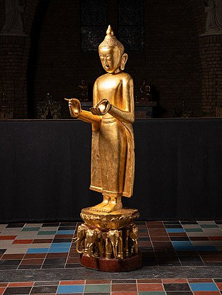 Groot antiek Bagan stijl Boeddhabeeld