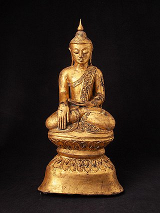 Old lacquerware Shan Buddha statue