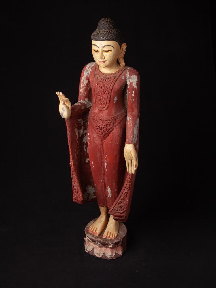 Oude houten Birmese Boeddha