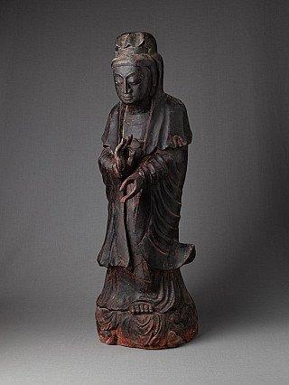 Oud houten Kwan Yin beeld