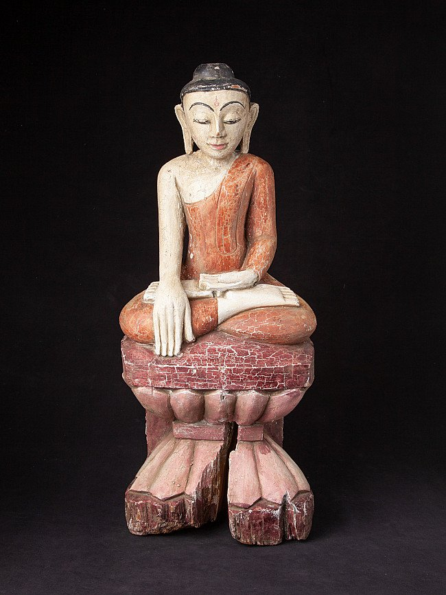 Old wooden Shan Buddha statue