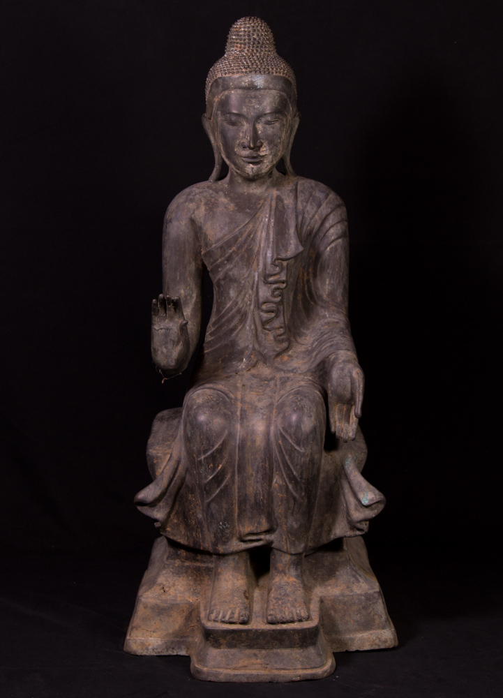 Large old bronze Buddha statue from Burma made from Bronze