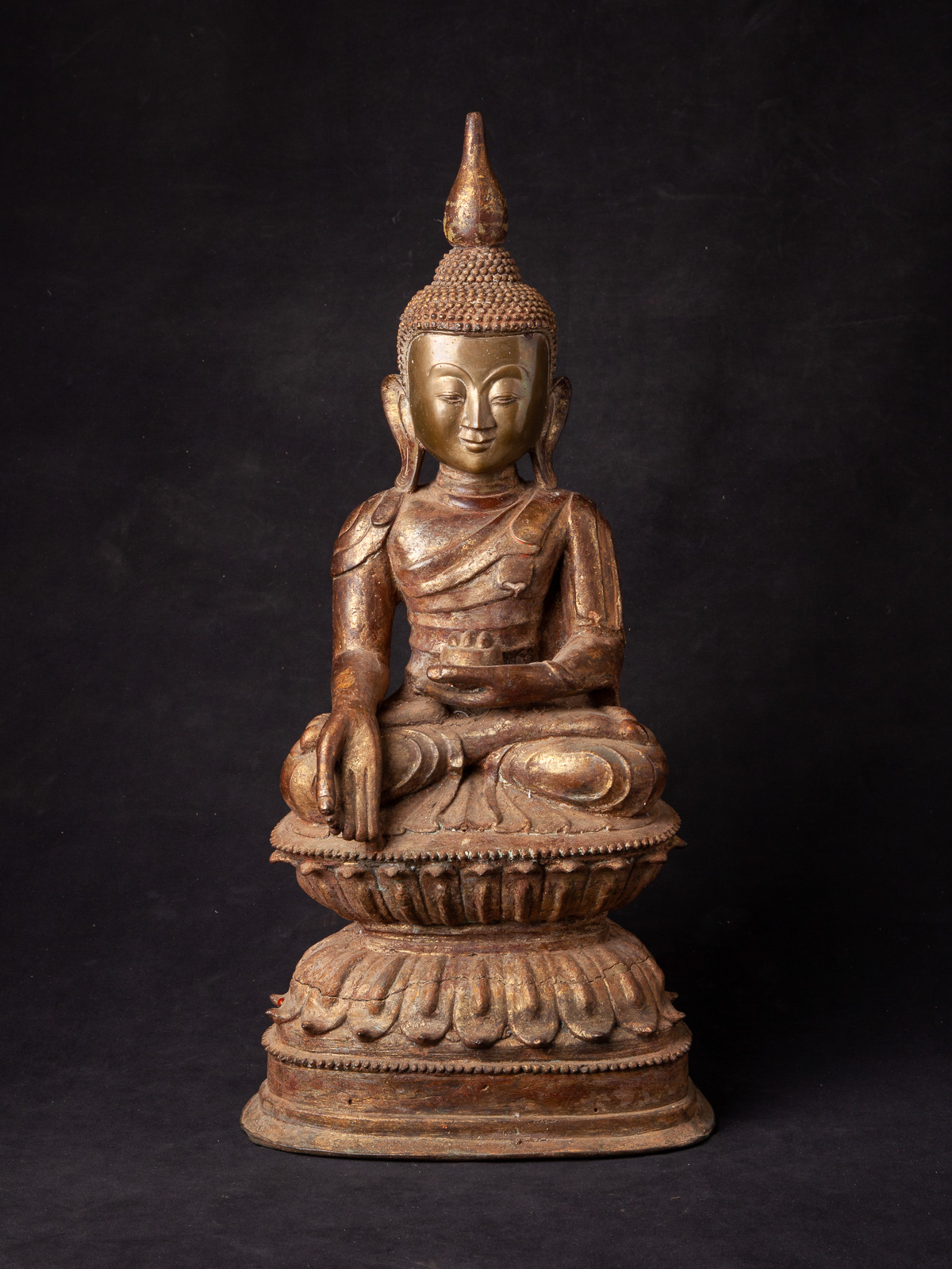 Special antique bronze Buddha statue from Burma made from Bronze