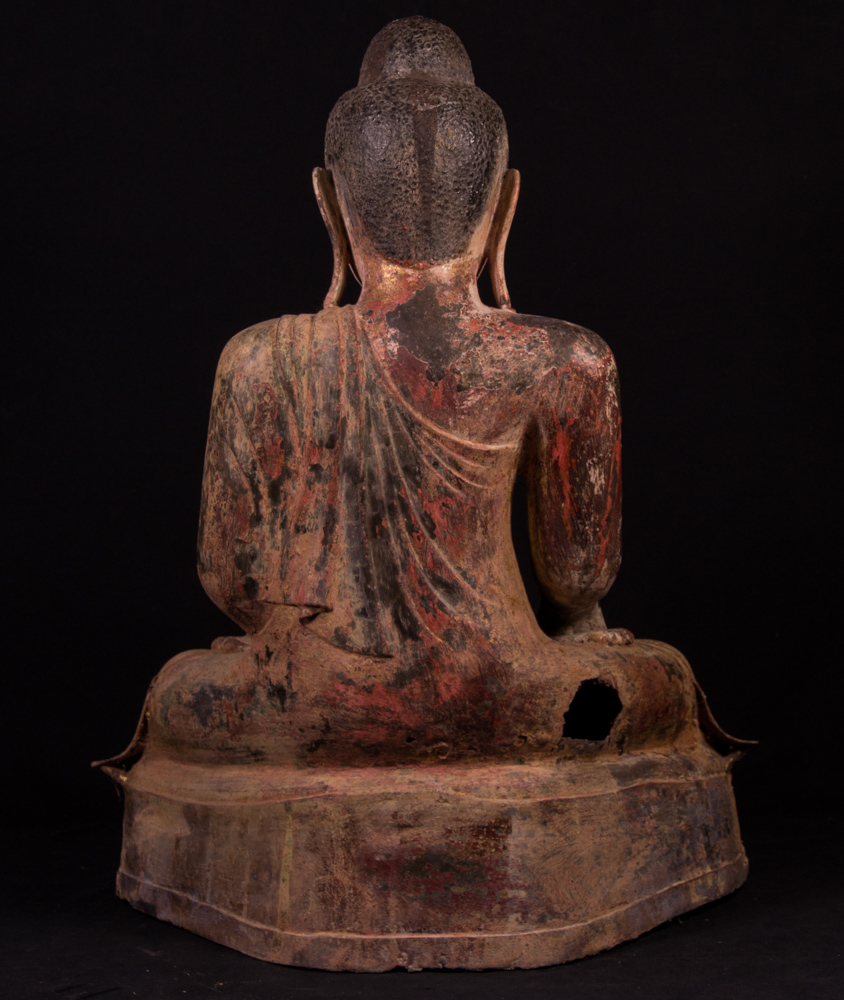Large antique Mandalay Buddha statue from Burma made from Bronze