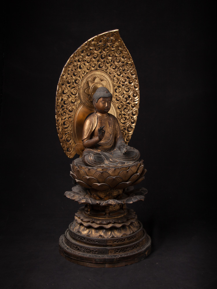 Special antique Japanese Amida Buddha statue from Japan made from Wood