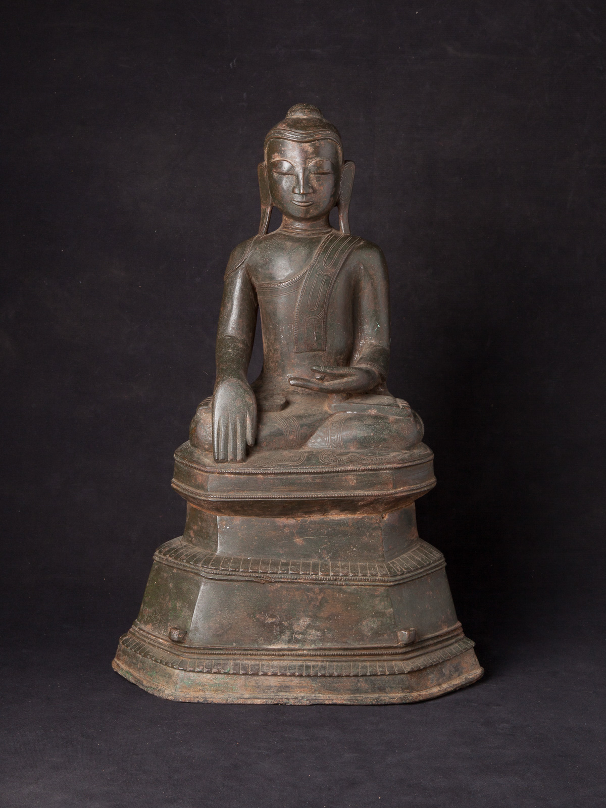 Special antique bronze Shan Buddha statue from Burma