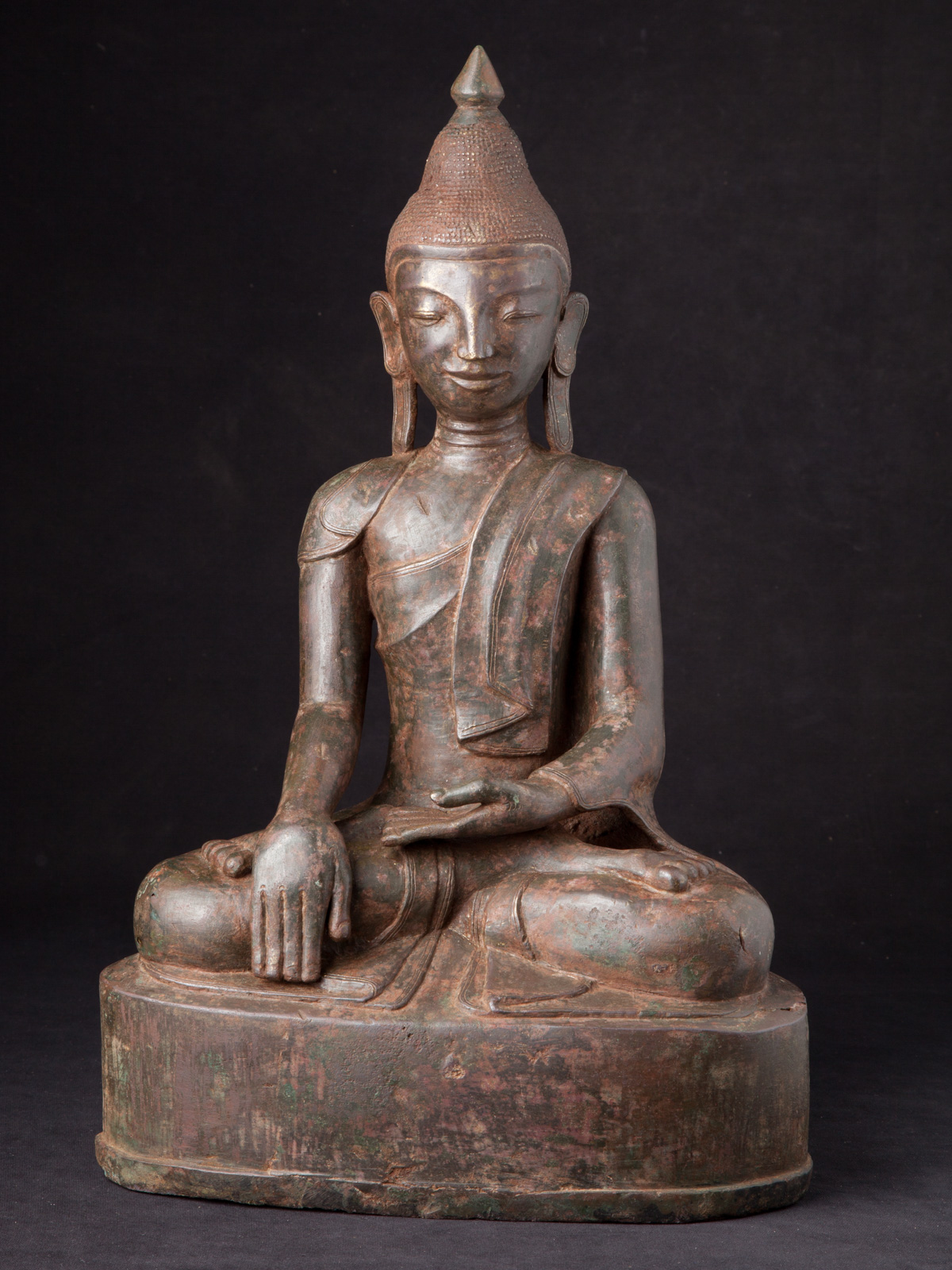 Special antique bronze Ava Buddha statue from Burma